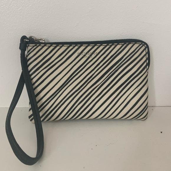 Coach Handbags - Coach designer wrist purse